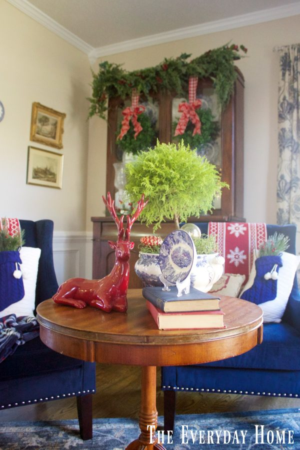 christmas-living-room-antique-table
