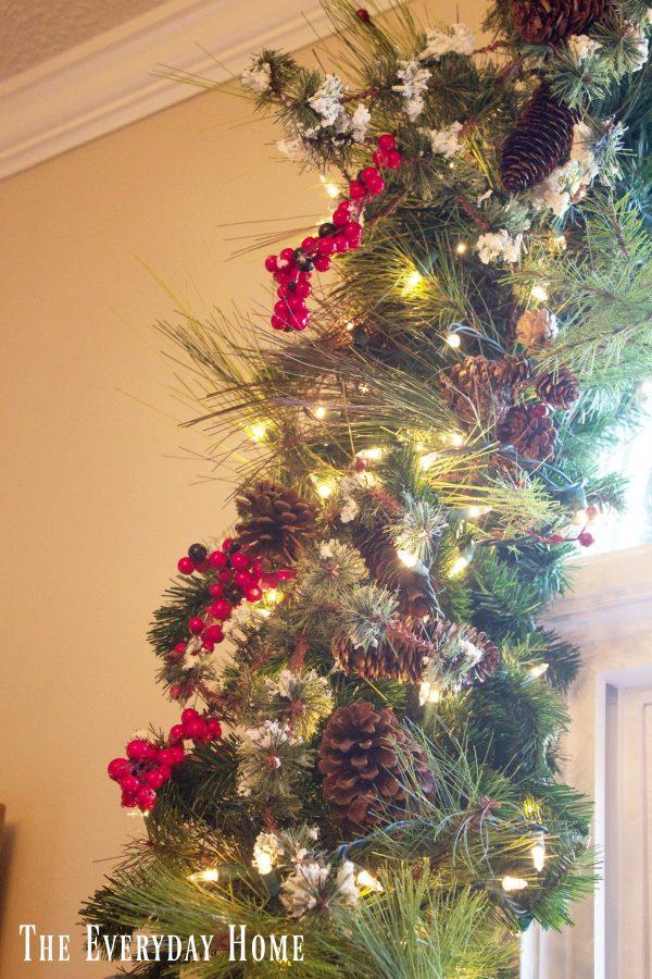 christmas-living-room-garland