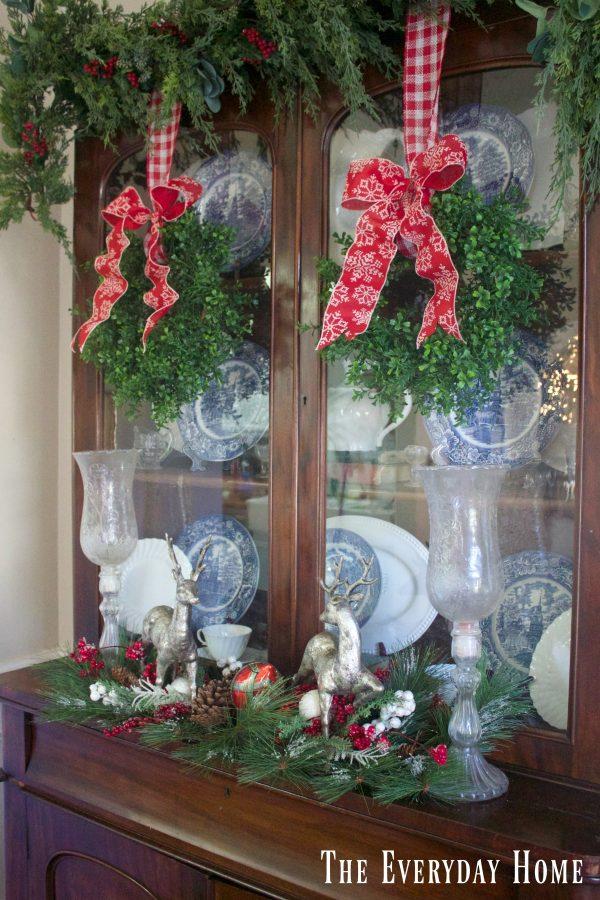 christmas-living-room-hutch-wreaths