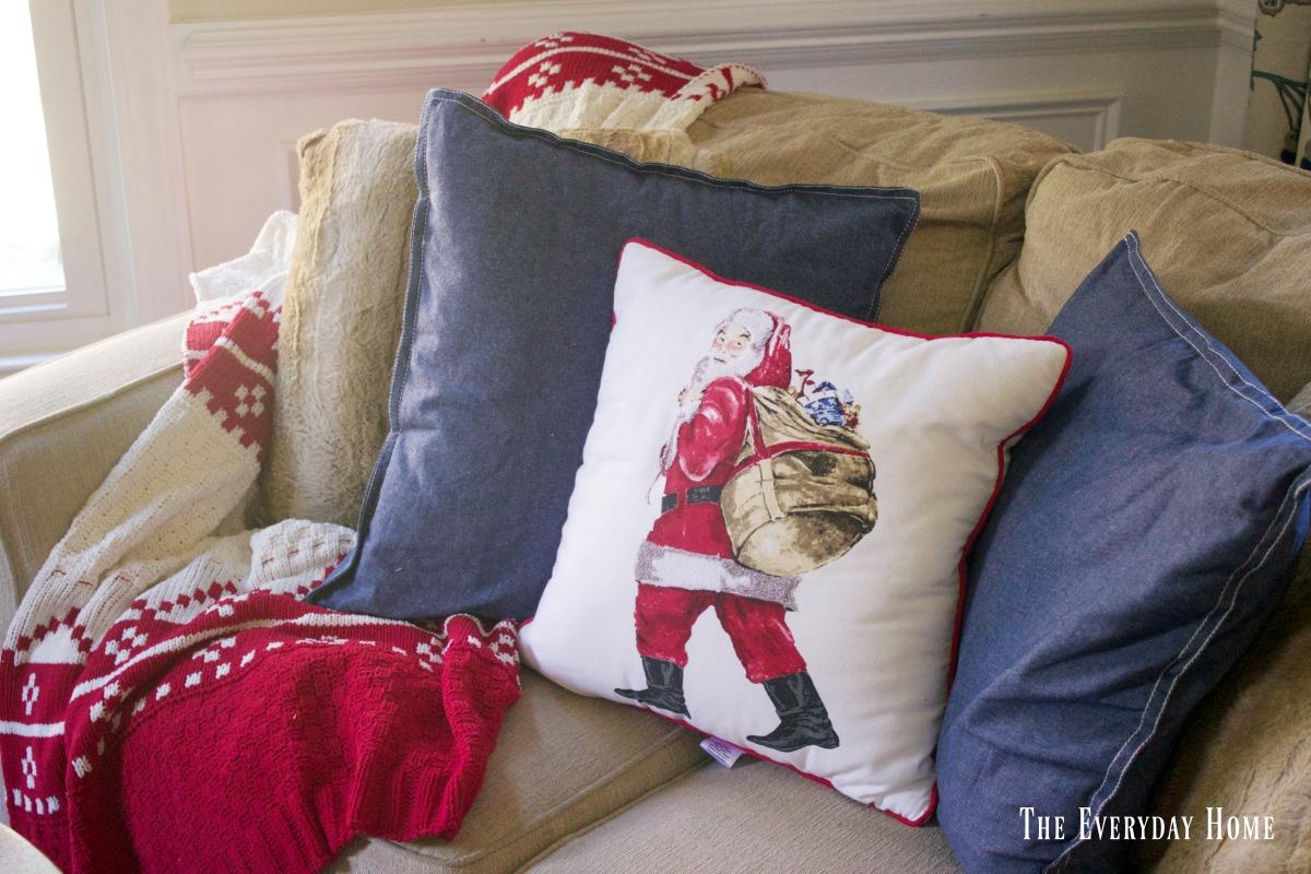chtistmas-living-room-santa-pillow