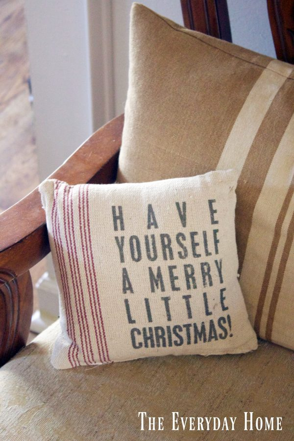 dining-room-buffet-for-christmas-pillow