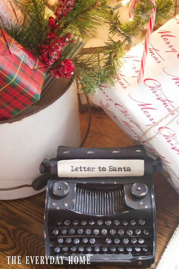 vintage-red-car-christmas-typewriter