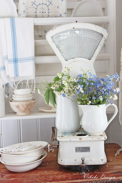 10 Ways to Use White Farmhouse Pitchers | The Everyday Home | www.everydayhomeblog.com