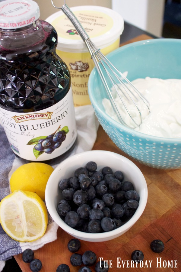Easy Blueberry Lemon Yogurt || The Everyday Home || www.everydayhomeblog.com