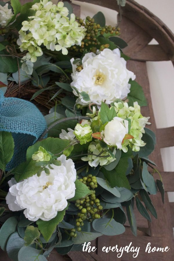 Easy 2-Step Summer Wreath || The Everyday Home || www.everydayhomeblog.com