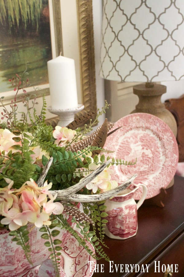 Summer Decor in a Farmhouse Dining Room || The Everyday Home || www.everydayhomeblog.com