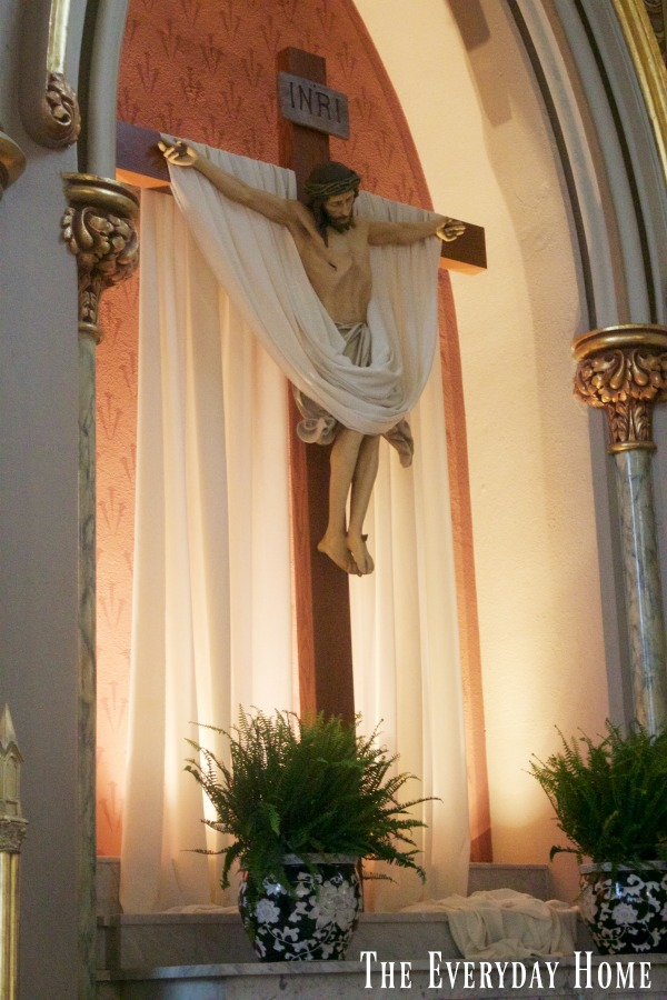 Touring the Cathedral of St John the Baptist in Savannah | The Everyday Home | www.everydayhomeblog.com
