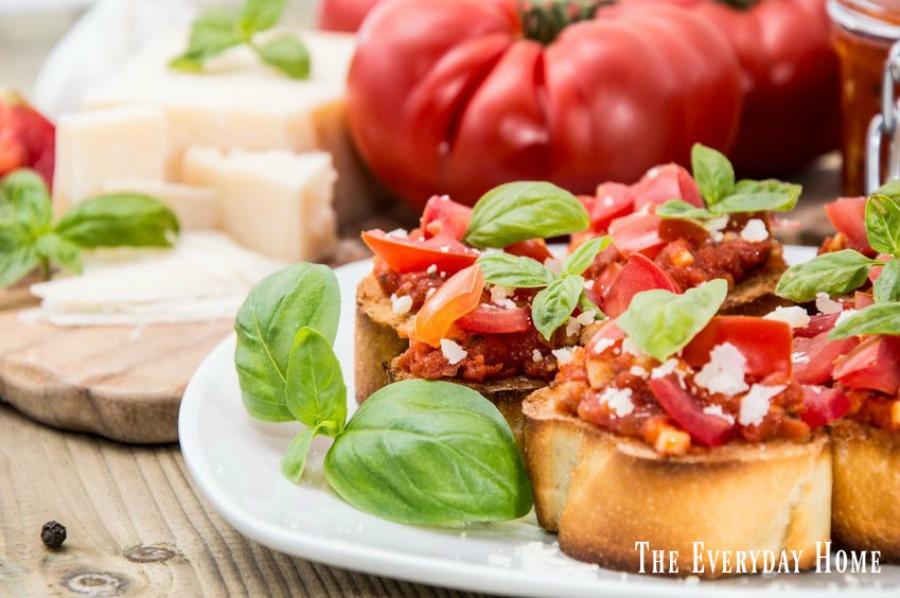 Easy Roasted Garlic Bruschetta Recipe | The Everyday Home | www.everydayhomeblog.com