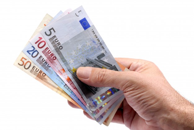 Do I Need Currency Before Going on a European Vacation? | The Everyday Home | www.everydayhomeblog.com
