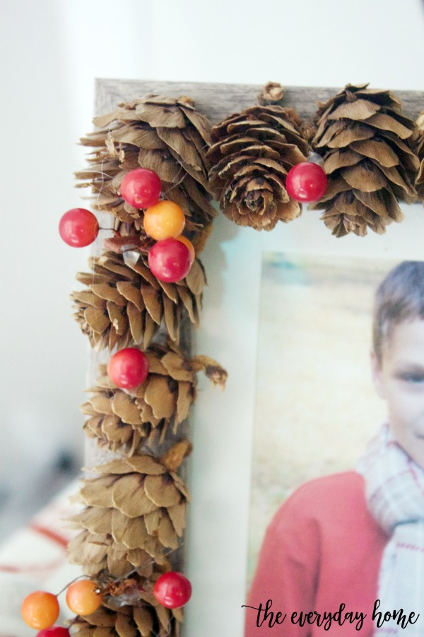 DIY Acorn Mini Pinecone and Berry Picture Frame | The Everyday Home