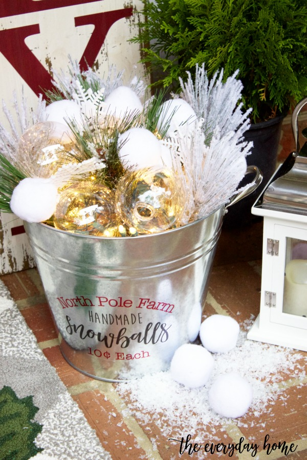 How to Craft a DIY Snowball Bucket | The Everyday Home