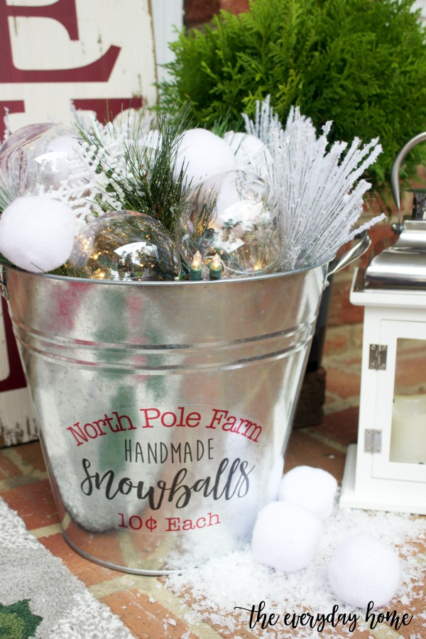 How to Create a DIY Snowball Bucket | The Everyday Home