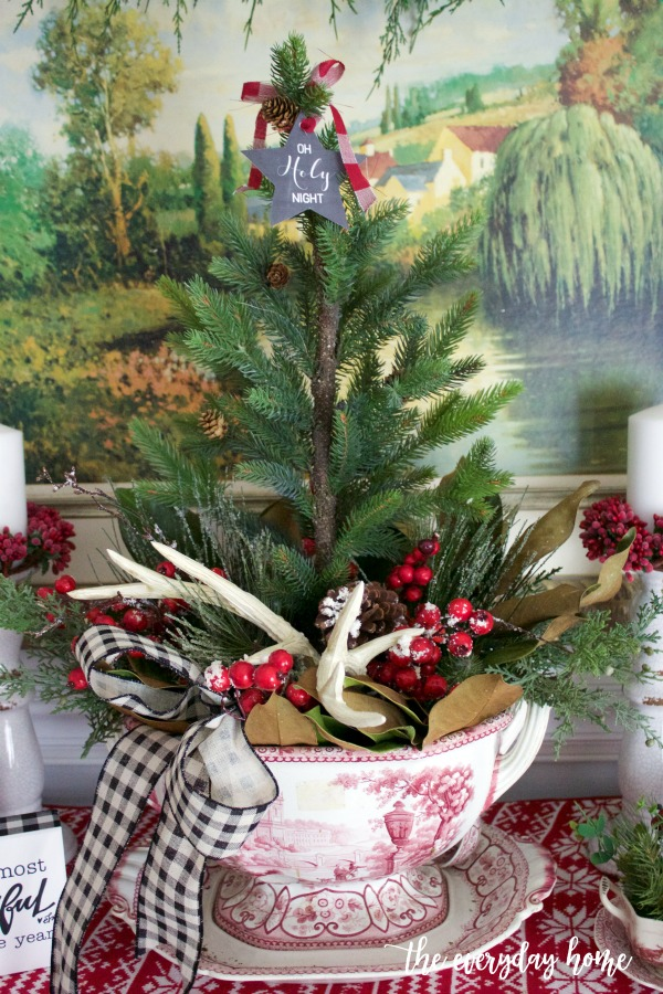 Old Fashioned Christmas Sideboard Centerpiece | The Everyday Home