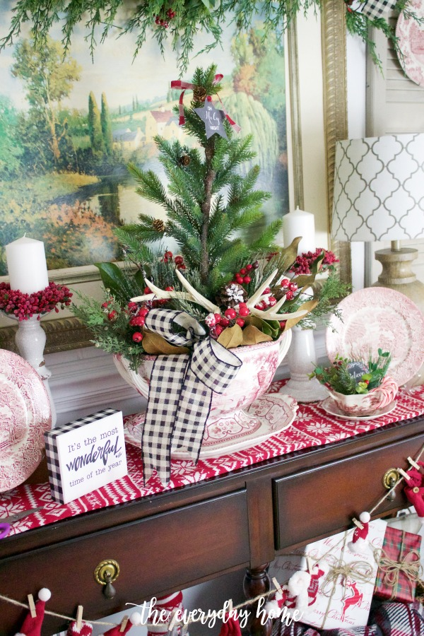 Old Fashioned Sideboard Christmas Vignette | The Everyday Home