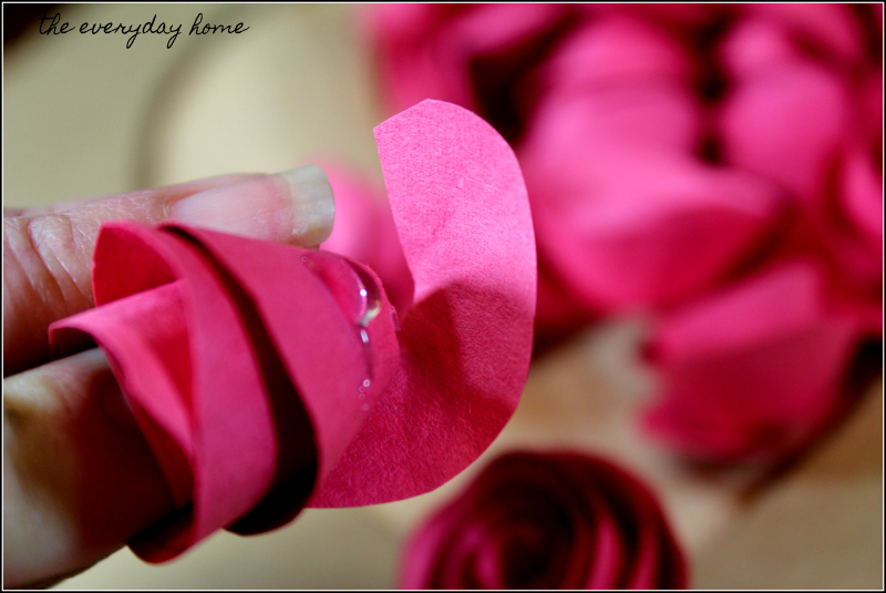 Homemade Valentine's Day Wreath Construction Paper | the everyday home